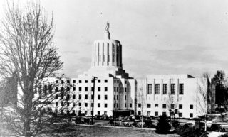 Oregon_State_Capitol_exterior_1939-320x193.jpg