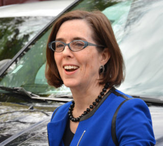 Gov._Kate_Brown_in_April_2015-320x286.jpg